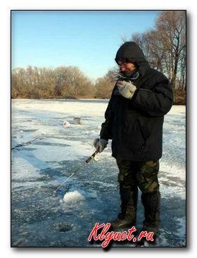Зимняя ловля на реке